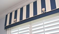 What a great nautical valance! Love the rope & knots