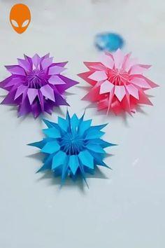 Crafts For Friends 10 Amazing Flowers Origami Art DIY Tutorials Videos Kids Crafts, Diy Crafts Hacks, Diy Crafts For Gifts, Diy Arts And Crafts, Art Origami, Paper Crafts Origami, Hanging Origami, Kids Origami, Oragami
