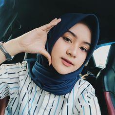 Ootd Hijab, Girl Hijab, Hijab Outfit, Modern Hijab Fashion, Women's Fashion, Beautiful Hijab, Muslim Women, Ulzzang Girl, Aesthetic Pictures
