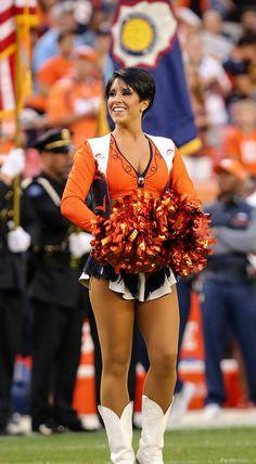 Denver Bronco Cheerleaders, Hottest Nfl Cheerleaders, Denver Broncos Wallpaper, Denver Broncos Womens, Girl Ok, Female Pose Reference, Ice Girls, Female Poses, Female Athletes