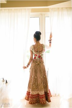 Trendy Wedding: 20 Stunning Lehengas to Look Like a Princess Indian Bridal Wear, Asian Bridal, Hindus, Ethnic Fashion, Asian Fashion, Indian Dresses, Indian Outfits, Shadi Dresses, Bridal Outfits