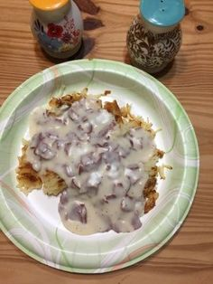 This is a meal that my mother used to make a lot for us kids when we were growing up. You can find the dried beef in the grocery store with the pre-packaged lunch meats. It goes a long way on a cold day! Cream Chipped Beef Recipe, Creamed Chipped Beef, Bisquick Shortcake Recipe, Easy Delicious Recipes, Yummy Food, Beef Nutrition, Beef Recipes, Cooking Recipes, Chicken And Dumplings