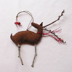 outstanding 39 Reindeer Ornaments for Christmas Decoration Reindeer Ornaments, Christmas Ornaments To Make, Christmas Deer, Felt Ornaments, Homemade Christmas, Rustic Christmas, Christmas Projects, Winter Christmas, Christmas Holidays