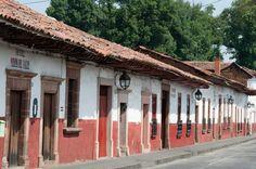 Pátzcuaro nos invita a disfrutar de un #viaje inolvidable en donde sus coloniales callecitas nos permitirán disfrutar de un paseo por su historia y sus leyendas más bonitas. Organiza tu estadía aquí, consultando http://www.bestday.com.mx/Viajes/
