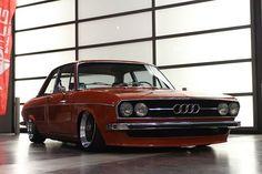 Audi 100 slammed