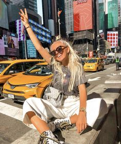 For More Visit Our Website: NYC is always a good idea Rate it . New York Outfits, City Outfits, Summer Outfits, New York Pictures, New York Photos, Photographie New York, Nyc Pics, New York Summer, Nyc Instagram