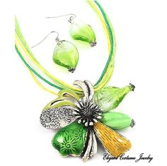 Lime Green Blown Italian Glass Flower Necklace Costume jewelry