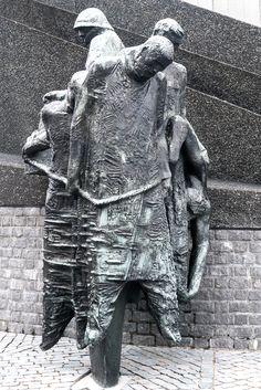 Monument for merchant navy in WW2, detail, Rotterdam (NL) LUMIX GF1