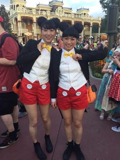 PHOTOS: Top 20 Disney costumes from last night's Mickey's Not So Scary Halloween Party Disney Halloween Parties, Disney Halloween Costumes, Scary Halloween Costumes, Halloween Ideas, Mickey Costume, Disney Cosplay Costumes, October Outfits, Costume Ideas, Vancouver Photos