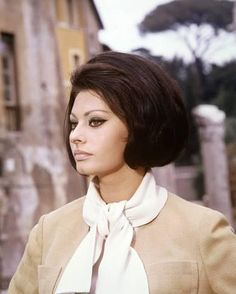Sophia Loren Italian actress wearing a beige jacket with a white scarf tied around her neck circa 1960 Classic Beauty, Timeless Beauty, Brigitte Bardot, Loren Sofia, Sophia Loren Makeup, Sophia Loren Images, Italian Actress, Italian Beauty, Marlene Dietrich