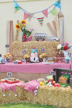 Antojitos Eventos's Birthday / The farm / la granja - Photo Gallery at Catch My Party Party Animals, Farm Animal Party, Farm Animal Birthday, Farm Birthday, First Birthday Parties, Farm Themed Party, Barnyard Party, Farm Party, Le Far West
