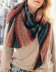 Model / Pattern of Shawl of Woman of Autumn / Winter from KATIA Knitting For Dummies, Knitting Club, Loom Knitting, Triangle Scarf, Wrap Pattern, Knitted Shawls, Shawls And Wraps, Knit Crochet, Knitwear