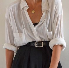 SOLD Vintage white rayon long sleeve double breasted blouse with front pockets best fits xs-m (relaxed-fitted). DM or comment for details. Look Fashion, Fashion Outfits, Womens Fashion, Fashion Tips, Fashion Hacks, Fashion Websites, Fashion 2018, Korean Fashion, Fashion Online