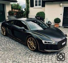 The Most Expensive And Luxury AUDI Cars In THe World. the second-generation Audi Supercar. The Spyder was revealed at the 2016 New York Auto Show. This car is designed to be more attractive than its sibling… Audi R8 V10, Allroad Audi, Audi Sports Car, Luxury Sports Cars, Best Luxury Cars, Sport Cars, Bmw Sport, Maserati, Bugatti