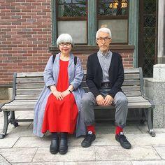 GW中は娘とあちこちお出かけしました。 この日のファッションは赤をアクセントに❤️ 二人共オールUNIQLOです #couple #over60 #fashion #coordinate #outfit #ootd #instafashion #instaoutfit #instagramjapan #greyhair #夫婦 #60代 #ファッション #コーディネート #夫婦コーデ #今日のコーデ #グレイヘア #白髪 #共白髪 #ユニクロ #uniqlo
