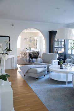 Vardagsrum och snyggt skåp
