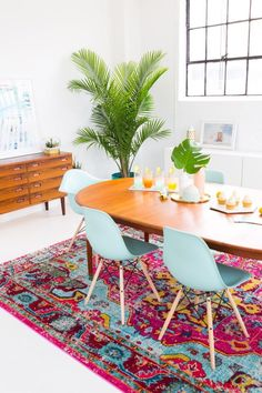 A Joyful and Modern Dining Room for Summer