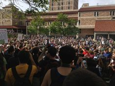 How do you navigate around a crowd of this size? 4:20 p.m. #jmc1 (Photo credit: Robert R. Denton)