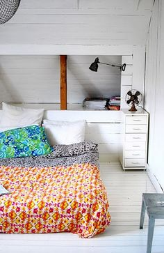 simple bedroom, low bed, mismatched sheets, low ceiling with a wall nook. Home Bedroom, Bedroom Decor, Design Bedroom, Bedroom Shelves, Bedroom Rustic, Modern Bedroom, Master Bedroom, Sweet Home, Diy Interior