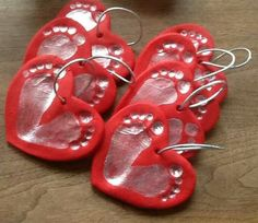 ideas for baby diy keepsakes valentines day Valentine Day Crafts, Xmas Crafts, Baby Crafts, Valentines Hearts, Newborn Crafts, Baby Footprint Crafts, First Valentines Day Baby, Footprint Art, Babies First Christmas