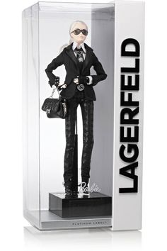 Karl Lagerfeld : shoppez sa poupée Barbie collector et son look Karl Lagerfeld, Barbie Style, Karl Otto, American Girl, Rocker, Michael Scott, Barbie Collector, Barbie Friends, Barbie World