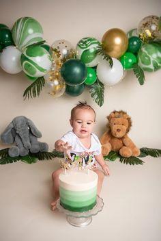 Baby Birthday Decorations, Boys First Birthday Party Ideas, Jungle Theme Birthday, Wild One Birthday Party, Baby Boy First Birthday, Boy Birthday Parties, Jungle Theme Cakes, Safari Theme Party, 1st Birthday Photoshoot