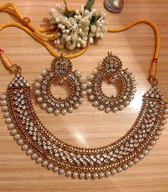 Manjos set necklace and earrings Antique Jewellery Designs, Fancy Jewellery, Branded Jewellery, Royal Jewelry, Stylish Jewelry, Ethnic Jewelry, Fashion Jewelry, Indian Bridal Jewelry Sets, Wedding Jewelry Sets