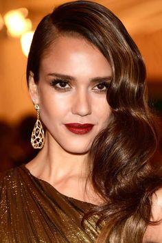 Iconos de estilo, hoy: los labios burdeos de Jessica  Alba