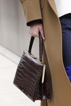 lady like Informationen zu Celine Spring 2017 Ready-to-Wear Fashion Show … Popular Handbags, Cheap Handbags, Hobo Handbags, Chloe Bag, My Bags, Purses And Bags, Cheap Purses, Balenciaga, Fashion Gone Rouge