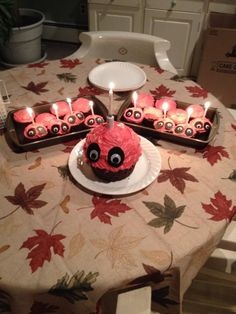 I WILL MAKE THESE CUPCAKES AND DEVOUR THEM IN FRONT OF CHICA: