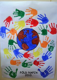 A fun way to involve the whole class this Earth Day with this fun and interactive poster- a pledge to protect the earth! Perfect for an Earth Day unit with kindergarten and first grade kids this spring! Earth Day Projects, Earth Day Crafts, Earth Day Activities, Preschool Activities, Fall Crafts, Crafts For Kids, Arte Elemental, Harmony Day, Environment Day