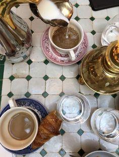 Brunch, Oui Oui, Aesthetic Food, Coffee Break, Coffee Time, Morning Coffee, Aesthetic Pictures, Coffee Shop, Coffee Art