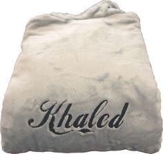 Peignoir polaire personnalisé Khaled réalisé par brodeway.com #peignoirpersonnalisé #cadeaumariage Reusable Tote Bags