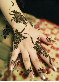 Simple and Easy Henna Design Images - Cute Henna on Hand for Girl Images with Simple And Easy Design. best collection new cute henna design for beginner Henna Hand Designs, Eid Mehndi Designs, Mehndi Designs Finger, Modern Henna Designs, Floral Henna Designs, Arabic Henna Designs, Mehndi Designs For Girls, Mehndi Designs For Fingers, Henna Tattoo Designs