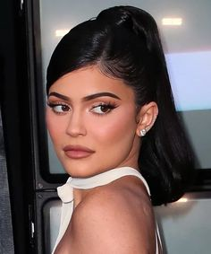 InStyle is the leading site for celebrity style. See expert fashion advice, star hairstyles, beauty tips, how-to videos and real-time red carpet coverage. Kylie Jenner Short Hair, Looks Kylie Jenner, Kylie Hair, Kylie Jenner Hairstyles, Kylie Jenner Face, Sleek Hairstyles, Ponytail Hairstyles, Model Hairstyles, Side Part Hairstyles