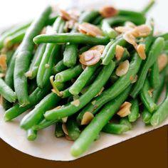 Esta receta de judías verdes con almendras se prepara en pocos minutos y resulta una guarnición perfecta para muchos platos de carne o pescado.