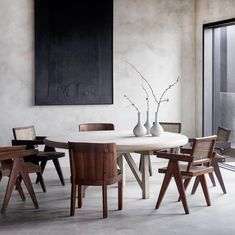 Uber chic dining room vibes from the home of (via Minimalist Dining Room, Minimalist Home Decor, Minimalist Interior, Modern Japanese Interior, Modern Interior Design, Esstisch Design, Dining Table Design, Dining Room Inspiration, Chandigarh