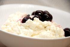 Du kan lave en luftig risalamande med risottoris, og det er faktisk bedre end risalamande med grødris. Samtidig er kogetiden kortere. Risalamande med risottoris er helt fantastisk, og det skal du bestemt prøve. Risengrøden koges på risottoris,