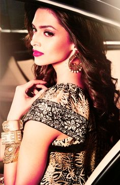 Deepika Padukone wearing stunning earrings and bangles! Love the fuchsia lip as well ;)