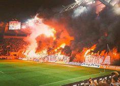 GIGANTES: No es un incendio, es el recibimiento de los hinchas al Olympiakos para el Clásico Griego que le ganó 3-0 al Panathinaikos ⚽️