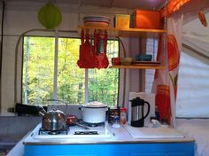 52 Creative But Simple DIY Camper Storage Ideas. With fall here it is time to pack up the trailer and find camper storage for the winter. It is always sad to say goodbye to another year of camping. Coleman Pop Up Campers, Best Pop Up Campers, Diy Camper Organization, Camper Storage, Kitchen Organization, Organization Ideas, Camper Hacks, Rv Hacks, Rv Campers
