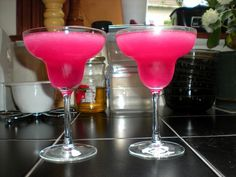 bright pink cocktails, sad i can't have them Pink Cocktails, Pink Drinks, Beach Drinks, Pink Punch, I Believe In Pink, Everything Pink, Favim, Fruit Recipes, Drink Recipes
