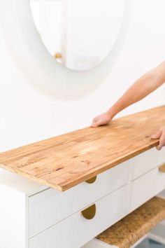 When it comes to making a dressing table, this DIY Ikea vanity hack is about as easy as it gets! It's perfectly customizable and budget friendly. Make A Dressing Table, Dressing Table Hacks, Ikea Malm Dressing Table, Corner Dressing Table, Nordli Ikea, Ikea Malm Dresser, Ikea Furniture, Furniture Makeover, Furniture Storage