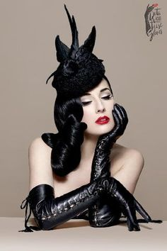 Not a huge fan of her burlesque, but her style is always on point. Dita Von Teese - The Fetiche Glove Fascinator, Dita Von Teese Style, Dita Von Teese Burlesque, Foto Glamour, Dita Von Tease, Idda Van Munster, Frauen In High Heels, Estilo Pin Up, Turbans