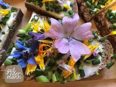 Mit Blüten und Kräutern aus unserem KräuterGartl. Bleibt immer auf dem Laufenden mit unserem Blog.