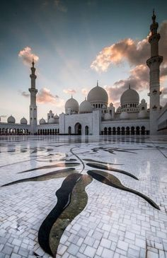 Shelkh Zayed Mosque in Abu Dhabi,