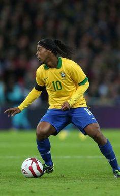 Lista de Felipão para Copa das Confederações deve ter Ronaldinho e remendo na lateral http://r7.com/DSwE
