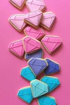 Who needs real diamonds when you can have diamond-shaped cookies? Cute for baby shower! Galletas Cookies, Iced Cookies, Biscuit Cookies, Cute Cookies, Royal Icing Cookies, Cupcake Cookies, Sugar Cookies, Cupcakes, Macarons