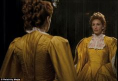 Mirror, Mirror: Julia Roberts in the famous scene, but the film has given the evil queen a camp twist