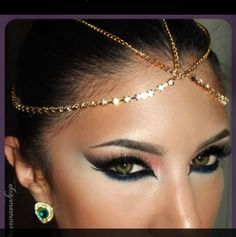 Egyptian makeup style for Halloween Egyptian Makeup, Egyptian Eye, Arabic Makeup, Cleopatra Makeup, Cleopatra Costume, Cleopatra Halloween, Indian Makeup, Love Makeup, Makeup Tips